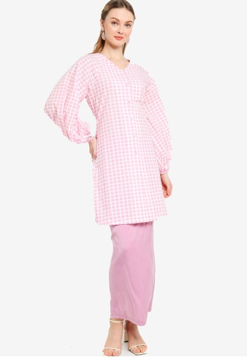 Lubna pink Nursing Balloon Sleeve Front Button Kurung A149BAA8301D41GS_1