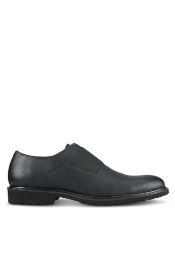 ZALORA black Contemporary Faux Leather Brogues 6401FAA7D2373BGS_1