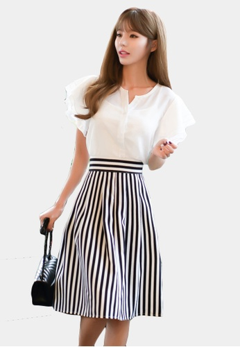 Shopsfashion white and navy Blouse and Midi Flare Skirt Set SH656AA0GYCKSG_1