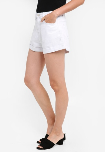 ZALORA white Mom Fit Shorts D5EB1AAC2F7635GS_1
