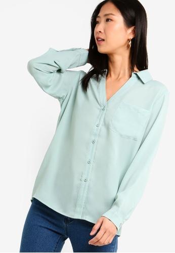 ZALORA BASICS green Basic V-Neck Oversized Shirt 2CEF2AA5846D10GS_1