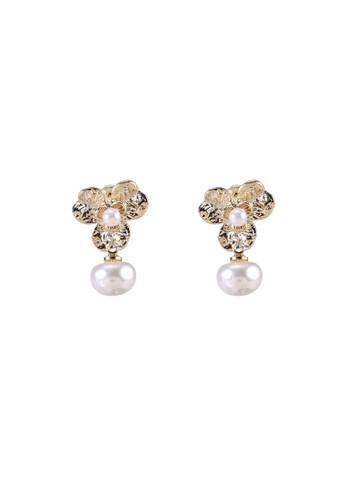 Red's Revenge white Blossom Pearl Drop Dangle Earrings CFECAACA90653EGS_1