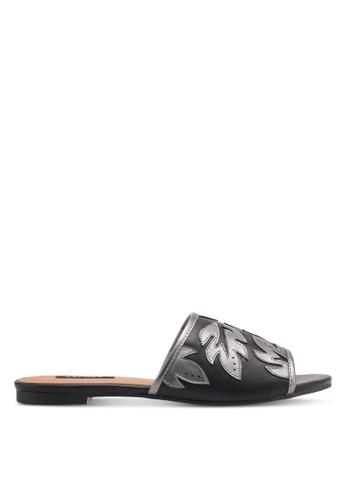 ZALORA 黑色 Leaf Detail Slip-On Sandals 9AA2DSH90700CBGS_1