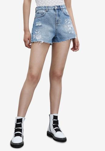 Urban Revivo blue Embroidered Denim Shorts 098FBAA298C3EDGS_1