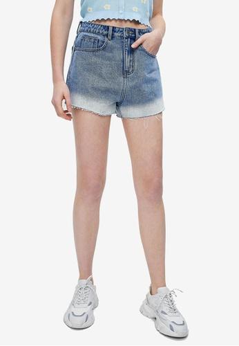 URBAN REVIVO blue Contrast Hem Denim Shorts 2F240AAFE4522AGS_1