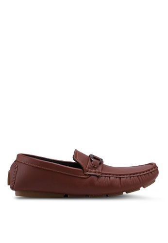 UniqTee 褐色 Casual Slip On with Buckle 930BFSHEDA3457GS_1