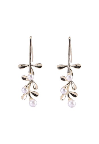 Red's Revenge white Leafy Pearl Vines Dangle Earrings 1E437ACFE788F7GS_1