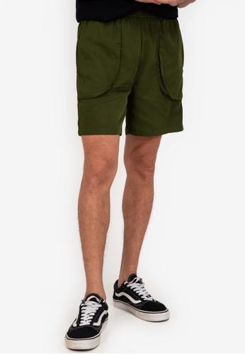 ZALORA BASICS green Flap Pocket Shorts 818D3AA280A3C6GS_1