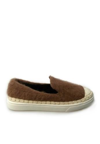 Sunnydaysweety 褐色 限量秒殺品 - 春夏新品棕色毛毛平底鞋S01099 SU395SH0908VTW_1