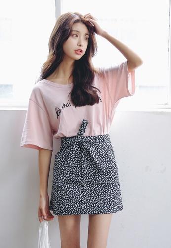 Shopsfashion black and white Printed Pocket Skirt in Black SH656AA72JFJSG_1