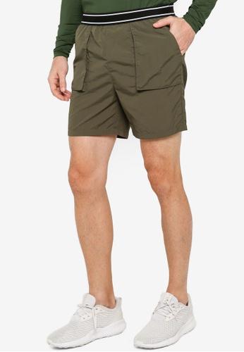 ZALORA ACTIVE 綠色 口袋Detail Basketball 短褲 53CF5AA9AB8965GS_1