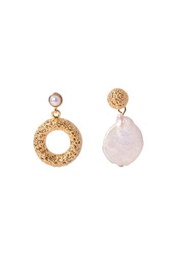 SKEDA gold Tristin Mismatched Pearl Drop Earrings B3AA6AC9DE354FGS_1