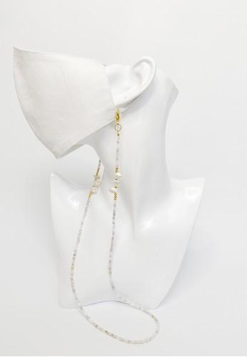TOUGO beige Sakai Freshwater Pearl Mask Strap Lanyard (Tali Kalung Masker) in Beige BC1C5ESDF1867EGS_1