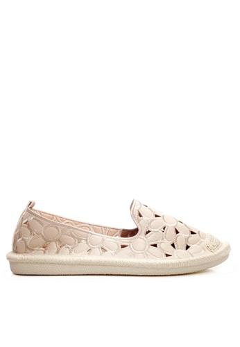 Twenty Eight Shoes beige Stitching Fretwork Slip-ons VCB02 66AB5SH1B89FC7GS_1