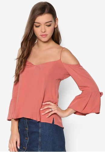 Miranda 挖肩喇叭袖T-shirt、 服飾、 服飾BardotMiranda挖肩喇叭袖上衣最新折價