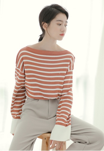 Shopsfashion white and pink Drop Shoulder Flare Sleeve Blouse in Pink Strip SH656AA0GIFFSG_1