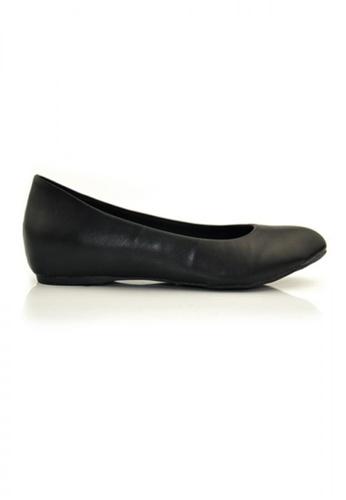 SHINE black Round Toe Pumps with Hidden Heels SH554SH67AVCSG_1