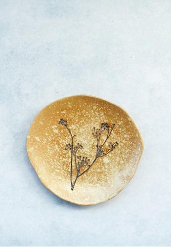 KRA Sanctuary beige Beach Grass Free-Form Side Plate 193E7HL5EAE894GS_1