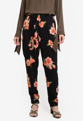 Dorothy Perkins black Black Floral Joggers E8237AA39DD9A8GS_1