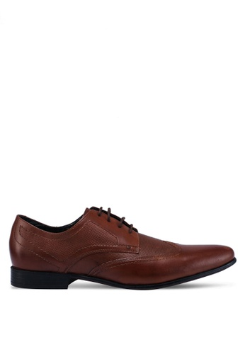 Burton Menswear London brown Black Leather Shoes With Wingcap Design And Brogue Detailing 3F918SHABBEFCAGS_1