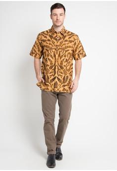 30% OFF Danar Hadi Kemeja Pendek Batik Print Motif Alang-Alang Kasih Rp  347.500 a47eb0c36d