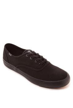 Triumph 28 Core Sneakers