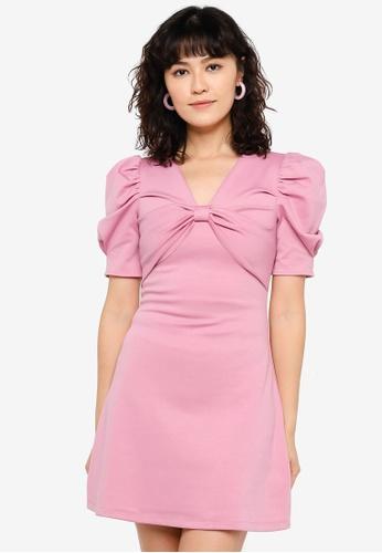 Urban Revivo red V-Neck Dress D3673AAD5E1C0CGS_1