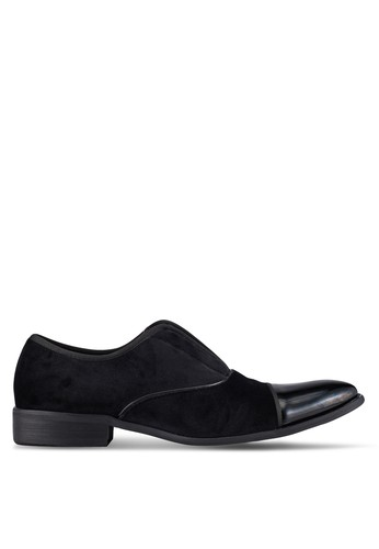 ZALORA black Velvet and Faux Patent Leather Cocktail Slip On Dress Shoes 26A5BAAB9BA5F7GS_1