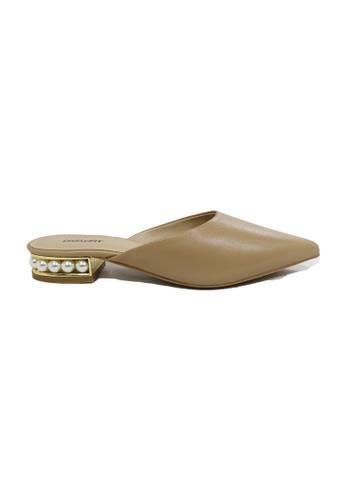 prettyFIT beige Metallic And Pearl Embellished Low Heel 0F748SHA19BCABGS_1