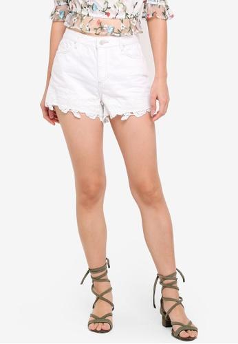 Miss Selfridge white White Lace Hem Mom Shorts 3FBE4AA47D5B36GS_1