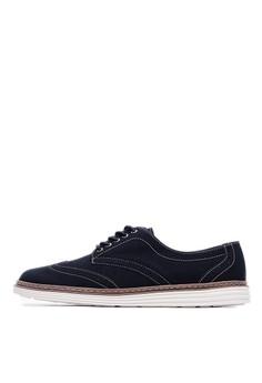 【ZALORA】 MIT。雙色磨砂皮革面料。雕花沖孔休閒鞋-09310-黑色
