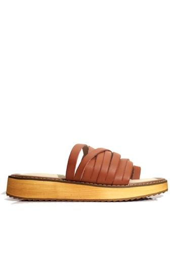 Twenty Eight Shoes brown Strappy Platform Flip Flops VS6669 21D37SHB579C40GS_1