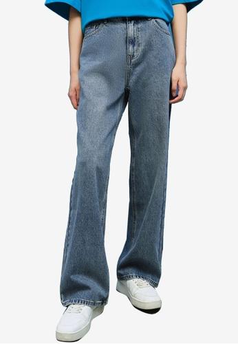 Urban Revivo blue Straight Leg Jeans EE49FAA923A4D2GS_1