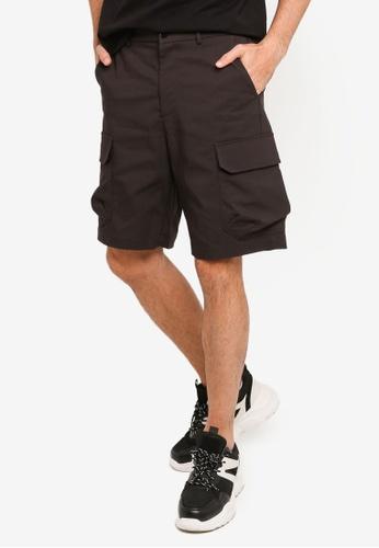 URBAN REVIVO black Trendy Cargo Shorts D5C6CAA40D3D8CGS_1