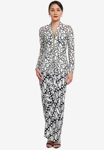 Syomirizwa Gupta for ZALORA black and white Saadiah Kebaya SY518AA0SXM0MY_1
