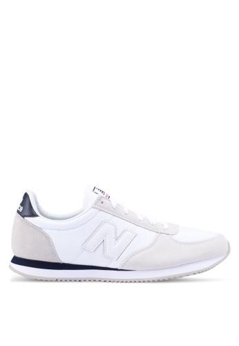 New Balance white 220 Lifestyle Sneakers 1224ESHCDF521EGS_1