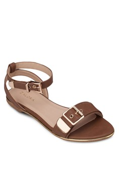 Flat Sandals With Oversized Buckles