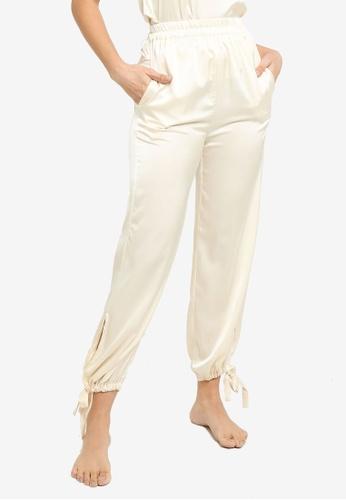 ZALORA BASICS 米褐色 Lounge Tie Cuff Satin Pants 1953FAAC65F05CGS_1