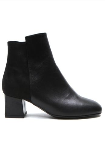 Crystal Korea Fashion 黑色 韓國製冬季新款百搭粗跟短靴 89F0CSHFBE30E8GS_1