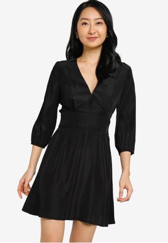 ZALORA BASICS black V Neck Puff Sleeve Fit and Flare Dress EBC20AA5713085GS_1