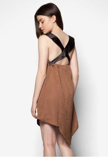 仿皮肩帶壓紋連身裙zalora 心得 ptt, 服飾, 服飾