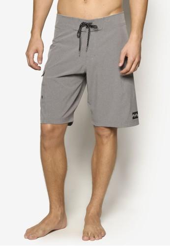 簡約沙灘短褲、 服飾、 運動Billabong簡約沙灘短褲最新折價
