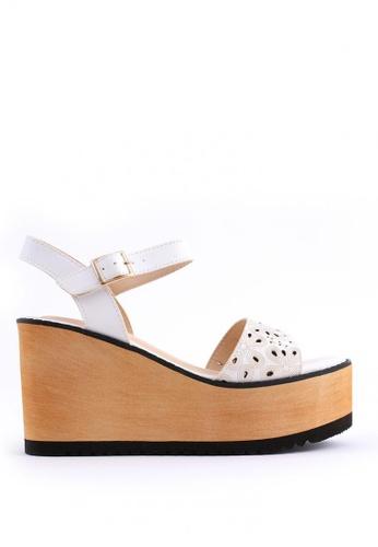 7soles white Bonnie Wedge Sandals 1D90BSH2D8C8B7GS_1
