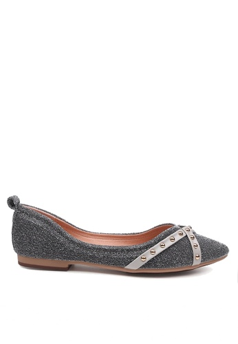 Twenty Eight Shoes 灰色 舒適搭帶鉚釘平底鞋 VL90289 22C36SHCA1BC33GS_1