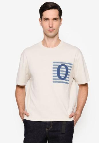 URBAN REVIVO beige Print Knit T-Shirt D0BCCAAF62E7A7GS_1