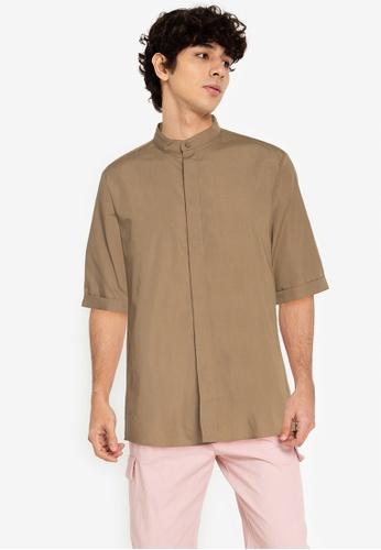 ZALORA BASICS brown ¾ Sleeve Grandad Shirt FE9CAAAB9C50D8GS_1