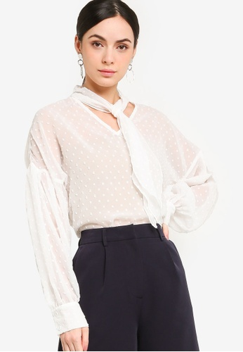 ZALORA WORK 白色 Long Sleeves Blouse With Tie Detail DCE6AAA18CE46DGS_1