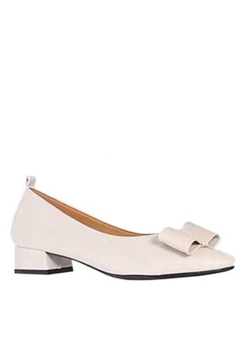 Twenty Eight Shoes 米褐色 尖頭蝴蝶裝飾中跟鞋 VL1703 43BA8SH991302FGS_1