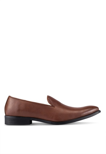 ZALORA brown Basic Faux Leather Dress Loafers 7CB52AA5D77728GS_1