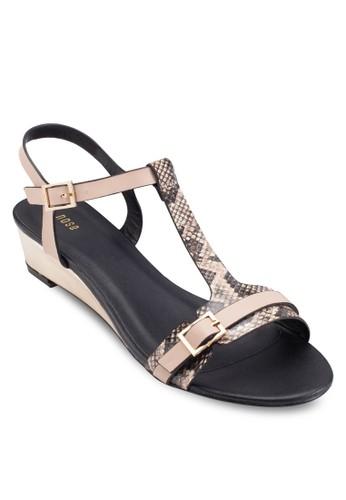 T 字帶蛇紋印花楔型跟涼鞋、 女鞋、 楔形涼鞋NoseT字帶蛇紋印花楔型跟涼鞋最新折價